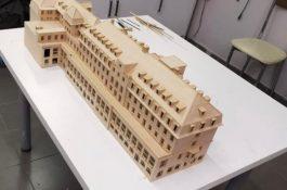 Architekturmodell aus Holz